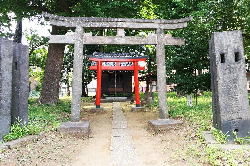 浦和本太 三角稲荷神社