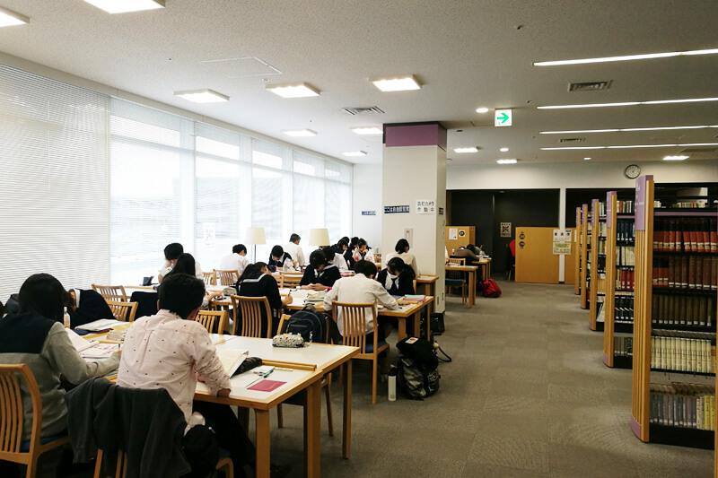 さいたま市立中央図書館 自由閲覧席