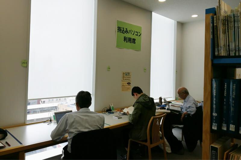 さいたま市立中央図書館 電源付き持ち込みパソコン席