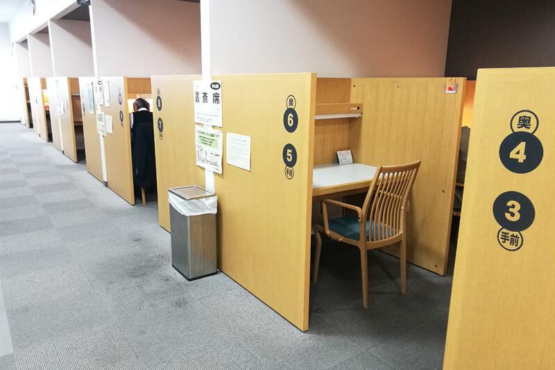 さいたま市立中央図書館 書斎席