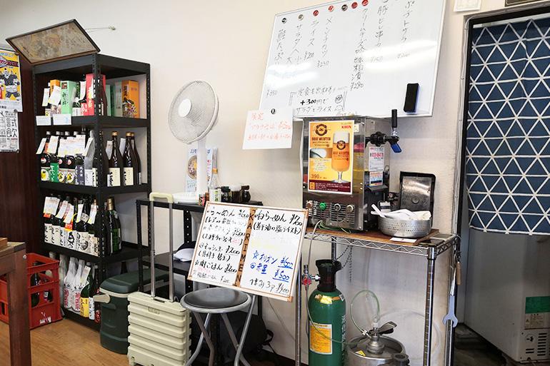 仮麺中 店内