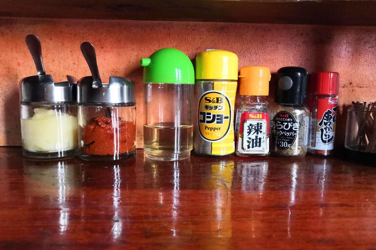 北浦和「自然洞 麺舗 (じねんどう めんほ)」 卓上調味料