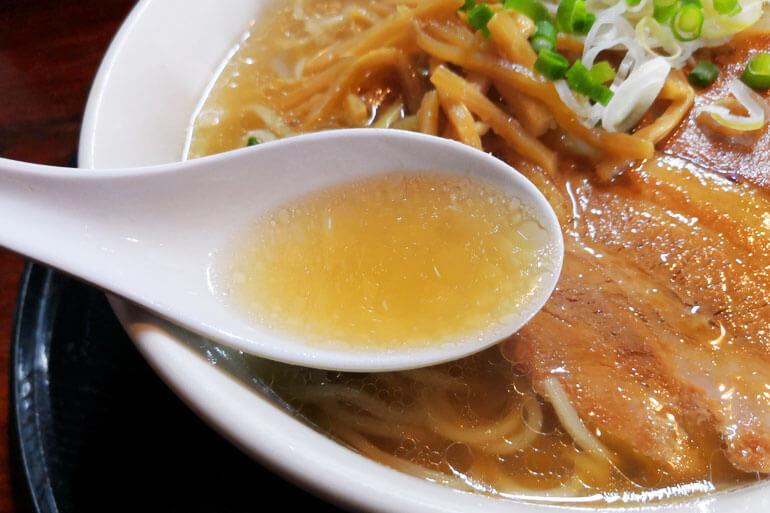 北浦和「自然洞 麺舗 (じねんどう めんほ)」 自然洞ラーメン白 スープ