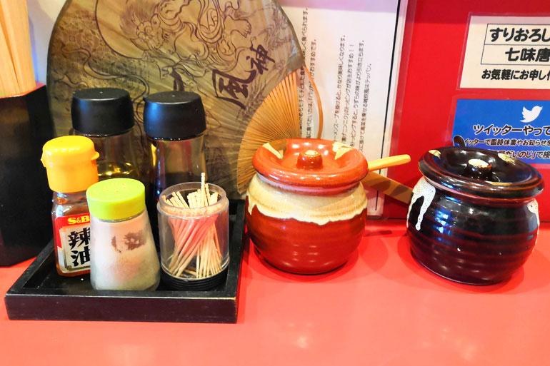 東浦和 麺屋だいのじ 卓上調味料