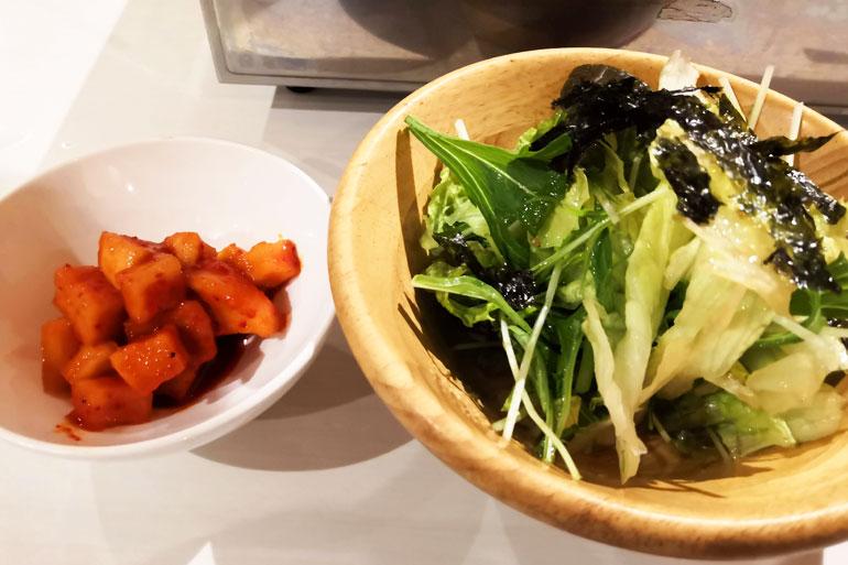 浦和 熟成和牛焼肉「丸喜」 キムチとサラダ