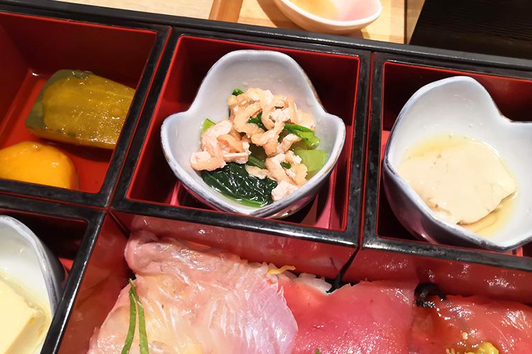 葵屋 浦和店 海鮮2種ちらし箱ランチ おひたし