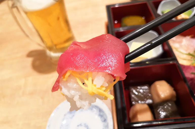 葵屋 浦和店 海鮮2種ちらし箱ランチ マグロ
