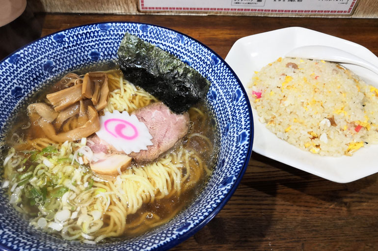浦和 甲州屋」が担々麺専門店をオープンラーメン半チャーハンセット