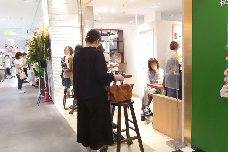 台湾スイーツ「MeetFresh鮮芋仙(シェンユイシェン)浦和パルコ店」イートインコーナー