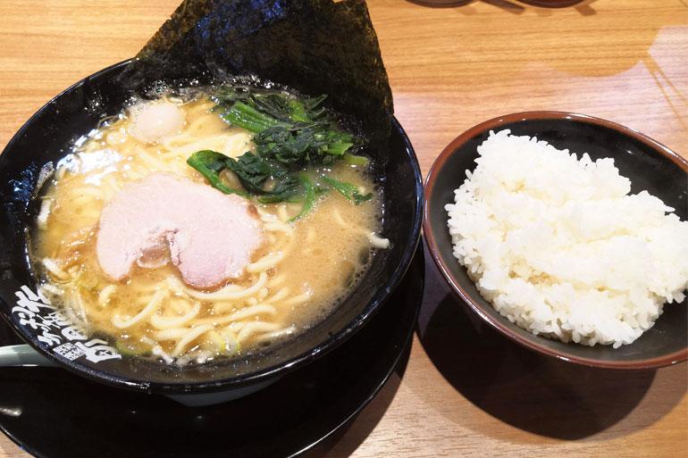横浜家系ラーメン町田商店 浦和店 醤油ラーメンとライス