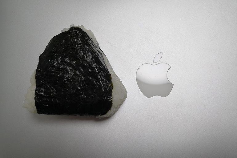 Macbookのアップルマークと大きさ比較