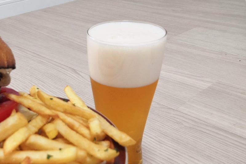 BEERNOVA URAWA ラムバーガーとポテトとビール