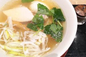 北浦和「鳥せい」焼鳥屋が作るランチ限定の上品な鶏ラーメンに大満足