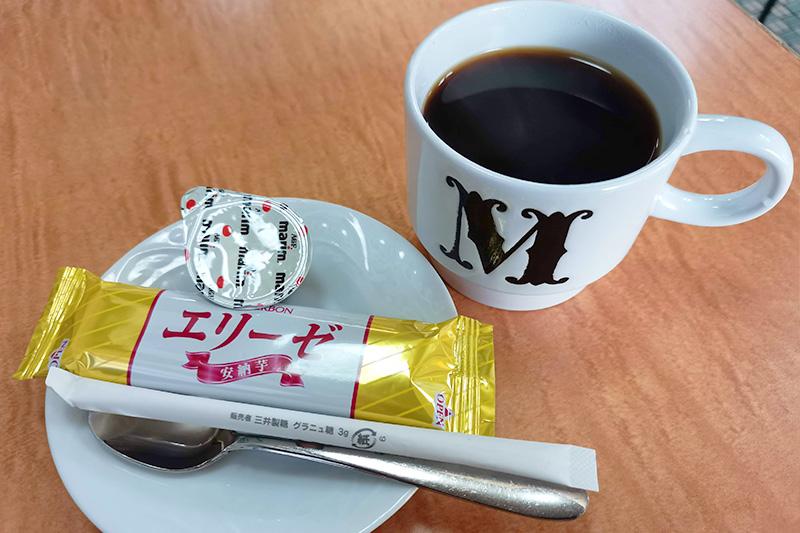 食後のコーヒーとお菓子のサービス
