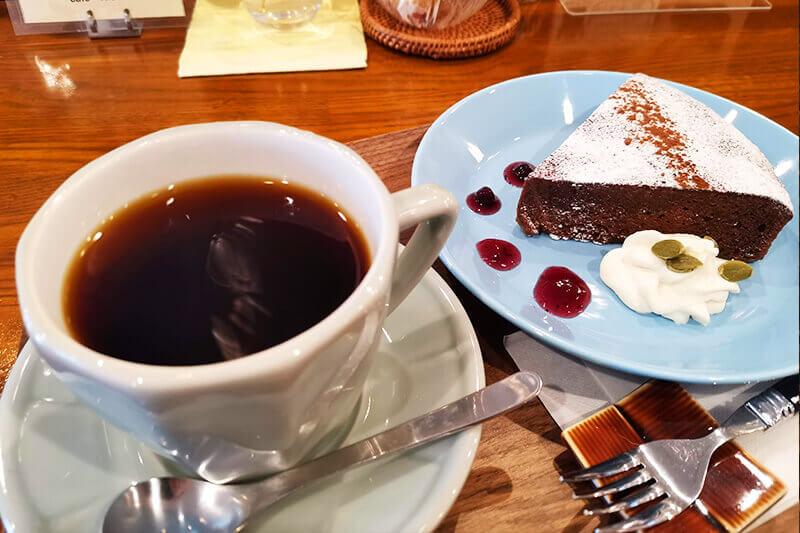 cafe Nicole(ニコル)|コーヒーと自家製ケーキが美味しい静かなカフェ