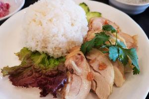裏門通りのタイ料理「チャントラー」でカオマンガイを食べてきた