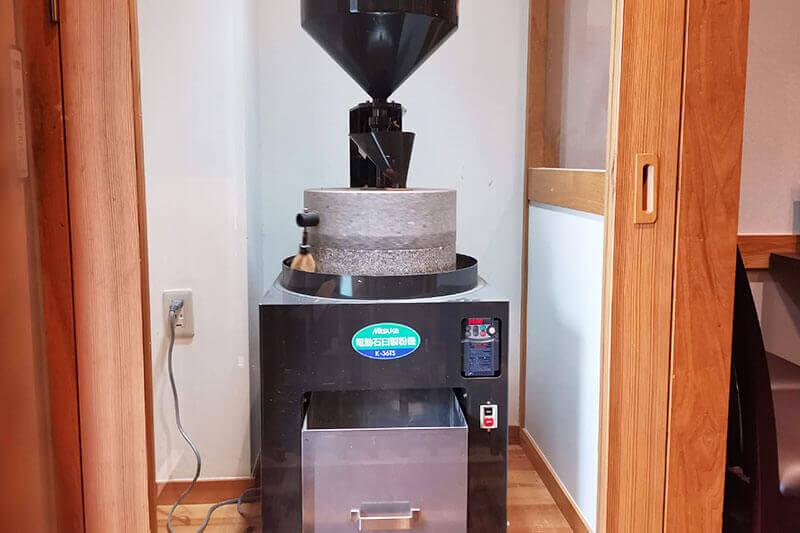 石臼挽き製粉機