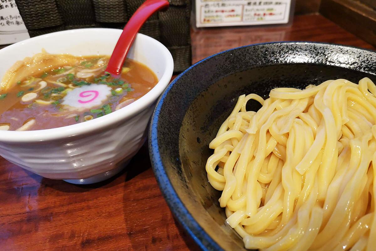 埼大通りのラーメン屋「辻もと」で鰹節が効いたつけ麺を食べてきた