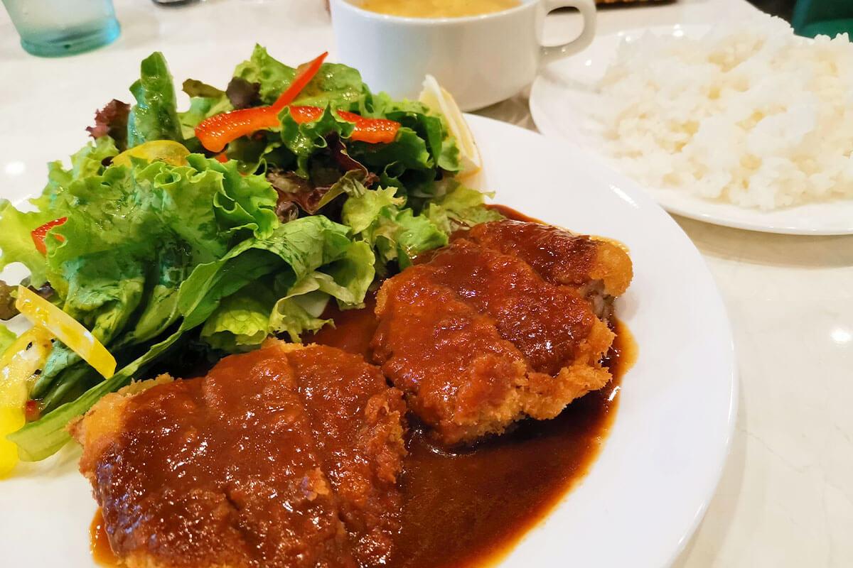 浦和伊勢丹裏「肉とワインの串カツ酒場ふみバル」のレアカツをいただく