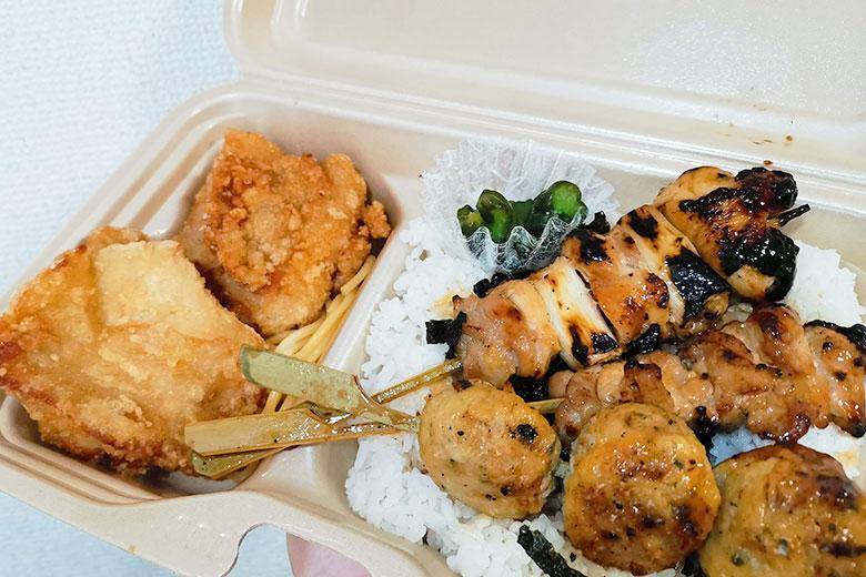 さくら草通りの「焼き鳥ラッキー 浦和店」で777円のラッキー弁当をいただく